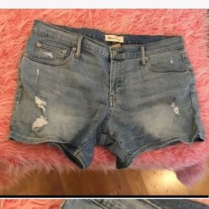 ⭐️. Gap 1969 lightwash denim shorts size 32 (14)